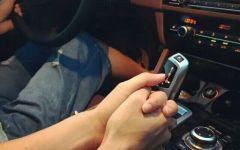车上情侣牵手图片