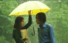三人撑伞的爱情图片