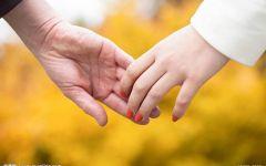 车情侣握手照片