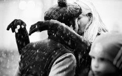 情侣深拥图黑白