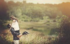 温馨情侣拥抱照片